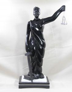Escultura representando Deusa da Justiça de Xisto de Esmeralda. 35x14cm