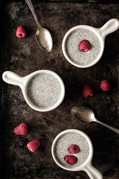 VANILLA CHIA PUDDING WITH RASPBERRIES RECIPE 1 1/2 cups (355 ml) almond milk (or your favorite flavored milk) 1/4 cup (50 grams) chia seeds 1 teaspoon vanilla bean paste (or vanilla extract) 1 tablespoon pure maple syrup (optional)
