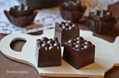 Bonbon mánia: Narancs carddal töltött bonbon Mousse, Food And Drink, Xmas, Place Card Holders, Candy, Chocolate, Baking, Recipes, Balls