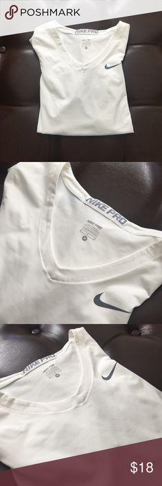 Brand new Nike Therma T-Shirt (New) White. Never worn. Brand new and comfortable for workouts! Nike Tops Tees - Short Sleeve