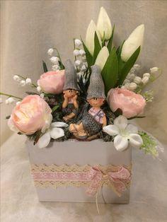 Valentine Flower Arrangements, Basket Flower Arrangements, Floral Arrangements, Flower Pot Crafts, Flower Boxes, Spring Crafts, Easter Crafts, Flower Decorations, Paper Flowers