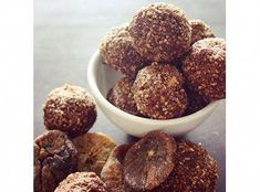 These fig & cacao bliss balls make a tasty morning or afternoon treat! Replace figs with dried apricots if you fancy! Healthy Lunches For Kids, Healthy Food Options, Lunch Snacks, Healthy Sweets, Healthy Snacks, Kids Meals, Lunch Box, Fig Recipes, Organic Recipes
