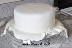 Make-a-Cake Series: Cover a cake with fondant