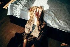 Image discovered by Alison Smith HP🏳️🌈. Find images and videos about girl, aesthetic and blonde on We Heart It - the app to get lost in what you love. Claire Novak, Jandy Nelson, How To Pose, Coming Of Age, Morning Light, Portraits, Film Photography, Photography Ideas, Life Magazine