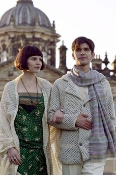 Brideshead Revisited - Hayley Atwell & Ben Whishaw om front of castle Howard,