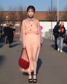 200219 IU Attended a Gucci Fashion Show Iu Fashion, Gucci Fashion, Korean Fashion, Fashion Show, Womens Fashion, Korean Celebrities, Korean Actresses, Ulzzang Girl, Classy Outfits