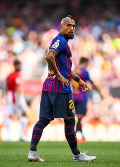 Arturo Vidal Photos - Arturo Vidal of FC Barcelona reacts during the La Liga match between FC Barcelona and Athletic Club at Camp Nou on September 2018 in Barcelona, Spain. Fc Barcelona, Barcelona Football, Messi And Ronaldo, Cristiano Ronaldo Lionel Messi, Soccer News, Soccer Sports, Soccer Cleats, Liga Soccer, Leonel Messi