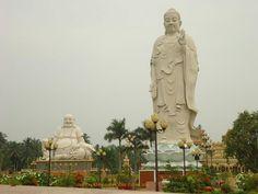 Vĩnh Tràng Pagoda (Chùa Vĩnh Tràng) in Tiền Giang Province from http://www.vietnamesefood.com.vn/vietnam-attractions/vietnam-popular-destinations/vinh-trang-pagoda-chua-vinh-trang-in-tien-giang-province.html