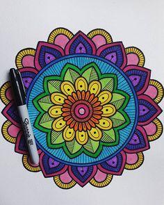 """ Ama con todo tu ser pero no pierdas de vista tu camino. "" ❤🎨🌸☄ _ _ _ _ _ _ _ _ _ #mandala #mandalas #ccuellar #sheina_art #zentangle… Mandala Art Lesson, Mandala Doodle, Doodle Art, Mandalas Drawing, Mandala Painting, Zentangles, Dibujos Zentangle Art, Girls Heart, Design Tattoo"