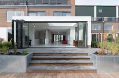 Extension with waterside terras. White bricks folding doors, wooden deck, zinc planters - architect Flinterdiep - photography by Klaarlicht House Extension Plans, House Extension Design, Casa Patio, Patio Wall, Patio Steps, Garden Steps, Modern Landscaping, Backyard Landscaping, Back Gardens