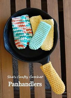 Panhandlers pan handle cover pattern by Shes Crafty Crochet 2019 Panhandlers will save you from having to use a large pot holder. The post Panhandlers pan handle cover pattern by Shes Crafty Crochet 2019 appeared first on Crochet ideas. Crochet Kitchen, Crochet Home, Crochet Yarn, Easy Crochet, Crochet Geek, Cotton Crochet Patterns, Crochet Hot Pads, Crochet Gratis, Free Crochet