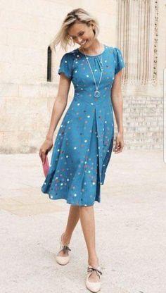 Guia completo do Vestido Midi! Casual Dresses, Fashion Dresses, Summer Dresses, Chic Outfits, Dress Patterns, Designer Dresses, Dress Skirt, Beautiful Dresses, Short Sleeve Dresses