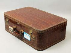 Elegant-Vintage-1940s-50s-Faux-Alligator-Leather-Suitcase-Luggage-21x14x7