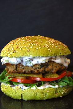 The Dutch Weed Burger!  #dutchweedburger #thedutchweedburger #vegan #veganhamburger #veganburger #seaweed #weed #plantpower Pic By Lisette Kreischer
