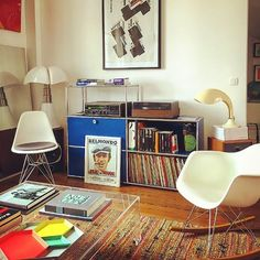 """Saturday : """"Bebel"""" #belmondo #flicouvoyou #usm #usmhaller #eames #dsr #dsw #rar #rockingchair #chair #vitra #kartell #hay #bauhaus #vinyl #music #sound #dj #pipistrello #gaeaulenti #midcenturyfurniture #vintage ..."""