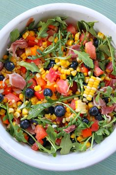 Blueberry- Corn Salad with Prosciutto recipe No onion or prosciutto, add bacon tempeh Summer Salad Recipes, Summer Salads, Healthy Salads, Healthy Eating, Healthy Recipes, Salad Bar, Soup And Salad, Prosciutto Recipes, Fingerfood Party