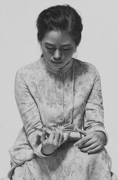 Reading Woman(Detail) - Leng Jun 冷军 ' Chinese, b. Reading Library, Reading Art, Woman Reading, People Reading, Books To Read For Women, Graphite Drawings, Lectures, Pretty Art, Portrait Art