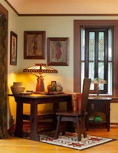 """Aladdins Magie - You Had Me @ Bungalow - Schreibtisch in einem Aladdin-Kit-Haus von 1916 (""""The Rossley"""") – Arts & Crafts Homes and the Rev - Craftsman Decor, Craftsman Interior, Craftsman Furniture, Craftsman Style Homes, Craftsman Bungalows, Craftsman Houses, Craftsman Living Rooms, Bungalow Homes, Arts And Crafts Interiors"""