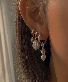 Ear Jewelry, Dainty Jewelry, Cute Jewelry, Gold Jewelry, Jewelry Accessories, Trendy Jewelry, Pretty Ear Piercings, Accesorios Casual, Bling