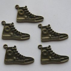 5 Antique Bronze Baseball Boot Charms Pendants €1.50