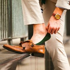 And this is how you do the no sock look without stinking up your shoes. Highly recommend Calvin Klein or J.Crew no show liners and socks. Best Mens Fashion, Mens Fashion Shoes, Men's Fashion, Fashion Menswear, Fashion News, Me Too Shoes, Men's Shoes, Dress Shoes, Loafer Sneakers