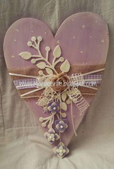 Creare con le mani e con la mente: Cuore in legno lilla. Lace Heart, Heart Art, Valentine Crafts, Valentines, Shape Crafts, Heart Crafts, Heart Decorations, Wooden Hearts, Vintage Shabby Chic