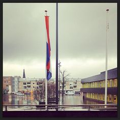 Oranje wimpel voor #Beatrix bijt stadhuis van #Doetinchem... #myview #gemeente #ondernemingsraad #groepscoaching #samen