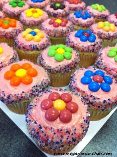 Skittles Flower Cupcakes (pretty much anything is better with skittles) Kid Cupcakes, Cupcake Party, Flower Cupcakes, Yummy Cupcakes, Cupcake Cookies, Holiday Cupcakes, Cupcake Ideas Birthday, Cupcakes For Girls, Girl Birthday Cupcakes