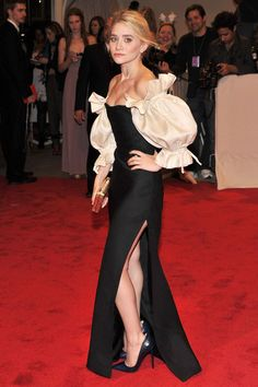 ashley olsen in vintage dior (my first runner up for best dressed at the met gala) = to die for.