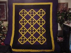 i like the sides of this quilt Crown Royal Quilt, Crown Royal Bags, Quilting Projects, Quilting Designs, Longarm Quilting, Quilting Ideas, Sewing Projects, Royal Pattern, Baby Quilt Patterns