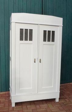 Antiker Kleiderschrank in weiß mit Glas, alte Möbel, Landhausstil