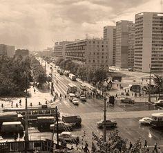 Skrzyżowanie Świętokrzyskiej z Marszałkowską fot. 1968r., Lech Zielaskowski, źr. omni-bus.eu, zdjęcie jest własnością Narodowego Archiwum Cyfroweg