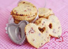 Valentine cookies--very sweet Valentines Hearts, Valentine Stuff, Valentines Day Food, Valentine Cookies, Sweet Cookies, Heart Cookies, Sweet Treats, Sweet Desserts, Delicious Desserts