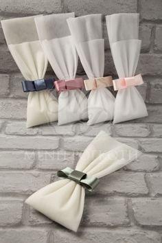 Μένη Ρογκότη - Μπομπονιέρες γάμου σε κλασικό ύφος από τούλι με σατέν φιόγκο σε υπέροχα χρώματα Wedding Gift Bags, Wedding Candy, Rose Wedding, Wedding Favours, Burlap Bags, Wedding Wraps, Party Favor Bags, Just Married, Wedding Engagement