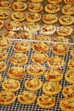 Kastengel Pizza by Vetrarini Leroy Cokies Recipes, Matcha Cookies, Princess Cookies, Good Food, Yummy Food, Cooking Time, Italian Recipes, Healthy Snacks, Bakery