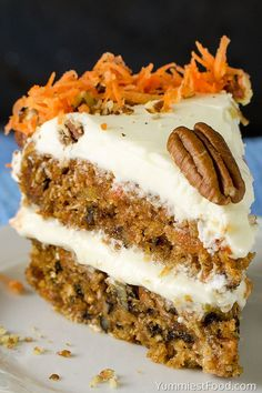 HOMEMADE CARROT CAKE – This easy Carrot cake recipe is rich, moist, delicious and incredibly simple to make! Homemade Carrot Cake, Easy Carrot Cake, Mini Cakes, Cupcake Cakes, Cupcakes, Cookie Recipes, Dessert Recipes, Delicious Desserts, Yummy Food
