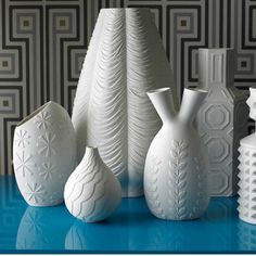 Jonathan Adler * Deco Findings * The Inner Interiorista Jonathan Adler, Porcelain Vase, Ceramic Vase, Ceramic Pottery, Ceramic Decor, White Porcelain, Modern Ceramics, White Ceramics, Blog Deco