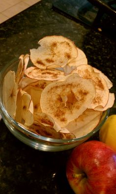 Crispy baked apple chips. Cucina