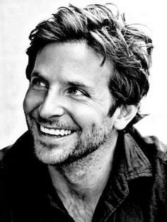 Bradley Cooper with short hair - ugly douchbag. Bradley Cooper with long hair. Brad Pitt, Pretty People, Beautiful People, Beautiful Smile, Perfect Smile, Beautiful Boys, Perfect Beard, Perfect Man, Raining Men