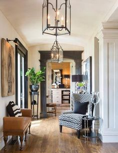 Joy Tribout Interior Design Love entry hall to have seating for visitors - Ideas for the Home Living Room Paint, My Living Room, Home And Living, Living Spaces, Design Entrée, House Design, Design Trends, Design Ideas, Interior Design Inspiration