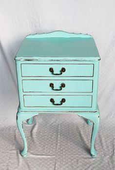 love distressed furniture!