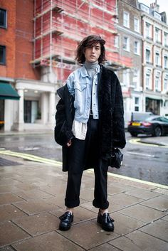 Solid proof that a black fur coat and navy dress pants look amazing when you pair them up in a sophisticated ensemble for a modern guy. Black leather tassel loafers complete this look quite well. Men Street, Street Wear, Black Fur Coat, Black Leather, Navy Dress Pants, Suit Pants, Mode Man, Fashion News, Mens Fashion