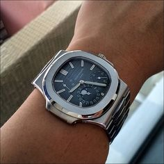 PuristSPro - I don t have many bracelet or rubber strap watches as most of my watches come with leather strap. That makes my PP Nautilus 5712/1A one of the most versati