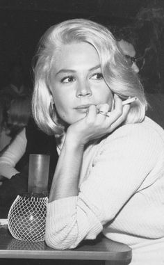 Sandra Dee (wife of Bobby Darin. Vintage Hollywood, Hollywood Glamour, Classic Hollywood, In Hollywood, Sandra Dee, Bobby Darin, Women Smoking, Female Stars, Norma Jeane