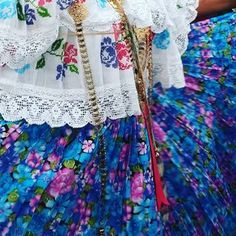 "129 Likes, 1 Comments - Marissa Chav (@marissachavstudio) on Instagram: ""❤ ¡Panamá! /Desfile de las mil polleras 2017. Detalle pollera montuna marcada en cruz. Must to…"""