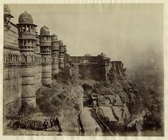 View of Gwalior Fort - Madhya Pradesh Colonial India, Unity In Diversity, History Of India, Age Of Empires, Vintage India, Madhya Pradesh, Times Of India, Historical Pictures, India Travel