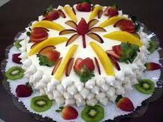 Resultado de imagem para bolo de natal decorado com chantilly