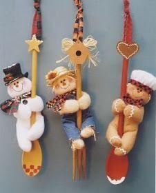 Enfeites e Bonecos de Natal Faça você mesmo: 80 ideias para vender ou decorar. Com moldes e passo a passo Felt Crafts, Holiday Crafts, Diy Crafts, Felt Christmas Decorations, Christmas Ornaments, Felt Ornaments, Christmas Themes, Sewing Projects For Beginners, Projects To Try