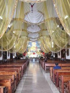 Ven a adorar al único hacedor de milagros! Está expuesto en la parroquia de Cristo Rey Candelaria
