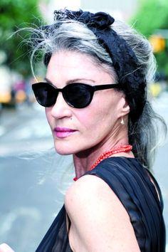 #Capelli grigi per la fatale Jenny.  Le signore che #AriSethCohen fotografa dal 2008 per il suo blog #AdvancedStyle.